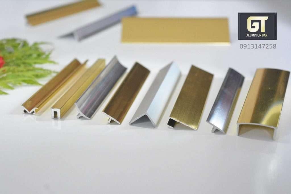 Chất liệu nhôm và hợp kim nhôm được sử dụng để chế tạo nẹp trang trí