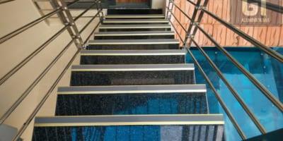 Nẹp cầu thang hay nẹp nhôm chống trượt cầu thang phụ kiện tốt