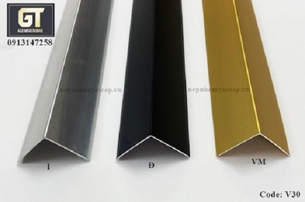 Nẹp góc tường Code V30 với 3 gam màu: bạc, đen, vàng
