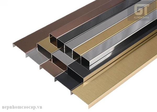 Nẹp làm bằng inox có nhiều màu sắc, giúp bạn lựa chọn được sản phẩm phù hợp với nhu cầu sử dụng